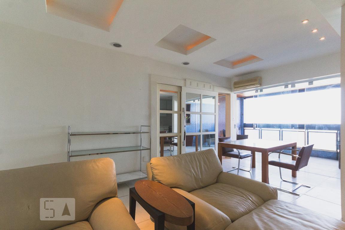 Apartamento em Jardim Oceânico